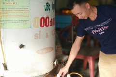 filling beer jugs